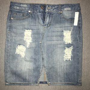 Distressed mini skirt NWT size 9